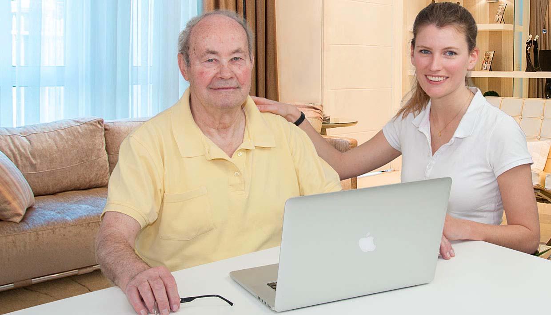 Neuropsychologin und Patient